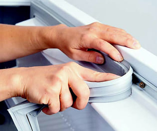 Купить и заменить уплотнительную резину на холодильнике в Харькове